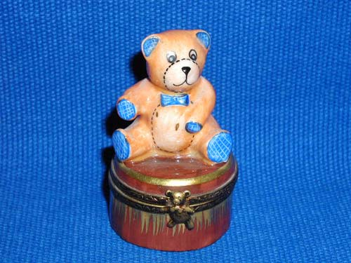 TEDDY BEAR ON BROWN BASE